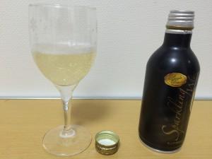 モンデ プレミオ スパークリングワイン→グラスに注いだ後