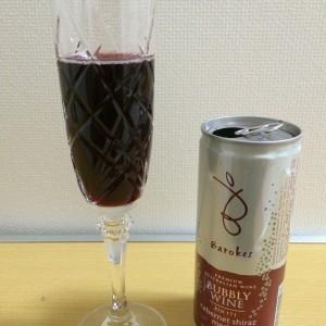 バロークススパークリングワイン(赤)をグラスに注いだところ