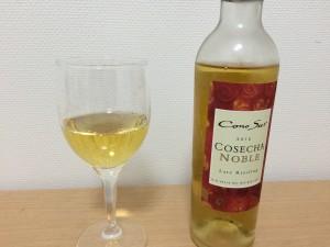 コノスル コセチャ ノーブレ レイトリースリング グラスに注いだところ