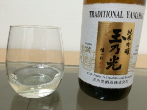 玉乃光 純米吟醸山廃仕込みをグラスに注いでみた