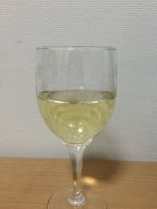 アルパカ スパークリング ブリュットグラスに注いだところアルパカ スパークリング ブリュットグラスに注いだところ