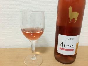 アルパカ ロゼ グラスに注いだところ