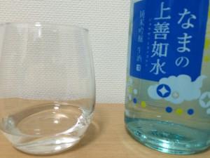 上善如水 純米吟醸をグラスに注いだところ