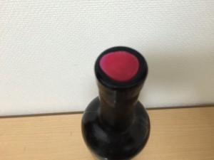 チリの赤ワイン「コノスル オーガニック カベルネソーヴィニヨン・カルメネール・シラー」の上面コルク
