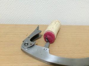 チリの赤ワイン「コノスル オーガニック カベルネソーヴィニヨン・カルメネール・シラー」のコルクを開けたところ