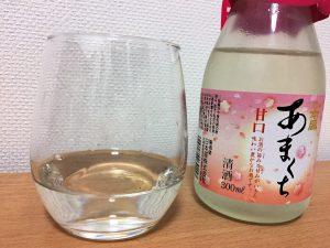 日本盛 あまくちをグラスに注いだところ