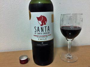 サンタ バイ サンタ カロリーナ カベルネ ソーヴィニヨン シラーをグラスに注いだところ