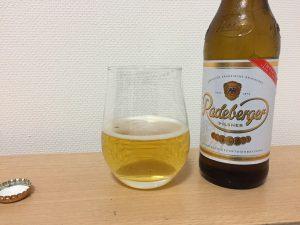 ラーデベルガーをグラスに注いだところ