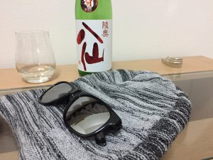 陸奥八仙 赤ラベル 特別純米とサングラス