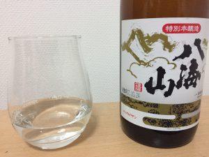 八海山特別本醸造をグラスに入れたところ