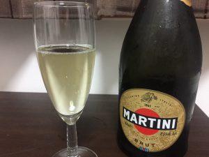 ■マルティーニ  ブリュットをグラスに注いだところ2